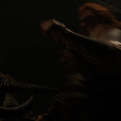 Volstagg asesina al Merodeador con cuernos.