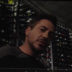 Stark contacta a Hogan.