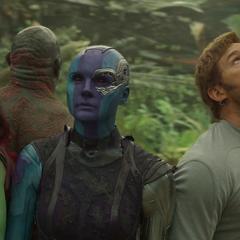 Gamora y el equipo observan a una nave aterrizar.