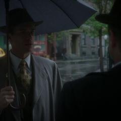 Jarvis conversa con el jefe Dooley.