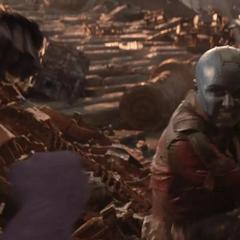Nebula pelea contra Thanos.