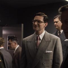 Kruger se infiltra en la base y conoce a Phillips.