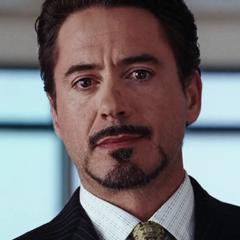 Stark revelándole a la prensa que él es Iron Man.