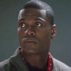 Marvin Jordan como Oficial de la Fuerza Aérea