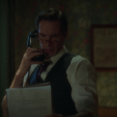Jarvis le da instrucciones a Carter.