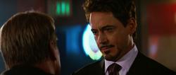 Tony le habla a Ross sobre formar un equipo