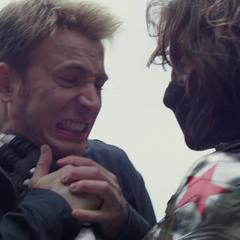 Rogers es tomado del cuello por el Soldado del Invierno.