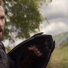 Rogers reagrupa a los Vengadores para ir a enfrentar a Thanos.