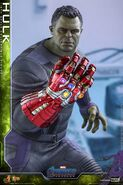 Hulk Nano Gauntlet Hot Toys 1