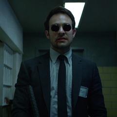 Murdock sale de la prisión horrorizado.
