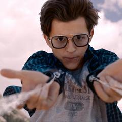 Parker destruye el dron antes de que lastime a sus amigos.