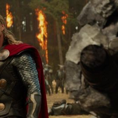 Thor a punto de enfrentarse al Kronano.