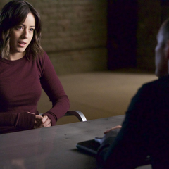 Johnson es interrogada por Coulson acerca de Ward.