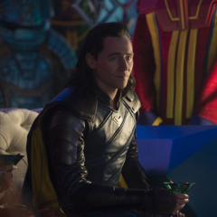 Loki disfruta de su nuevo estilo de vida en Sakaar.