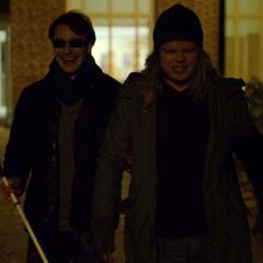 Murdock y Nelson bromeando en la noche.