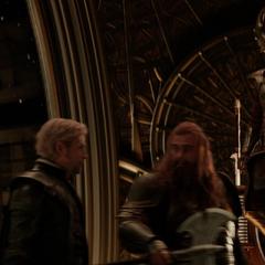 Volstagg y Fandral hablan de sus últimas aventuras.
