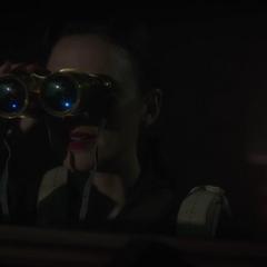 Carter visualiza el barco con los objetos de Stark.