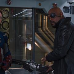 Fury trata de excusarse con Rogers.