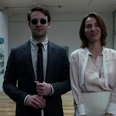 Murdock y Vanessa discuten el arte.