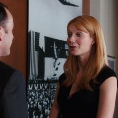 Potts le agradece a Coulson haberlos ayudado.
