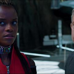 Shuri aprende sobre la llegada de un Wakandiano desconocido.