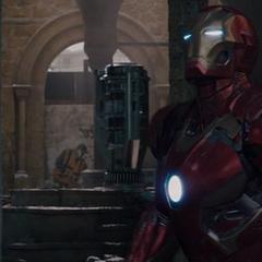 Stark dentro del Mark XLV visita a Ultrón en la iglesia.