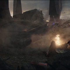 Obsidian muere al ser aplastado por Lang.