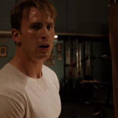 Rogers descubre a Fury en el mismo gimnasio.