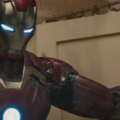 Stark salva a los civiles del edificio.