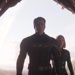 Rogers y Romanoff llegan a la casa de Thanos.