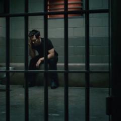 Lang encerrado en su celda.