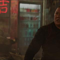 Wong es resucitado por Strange.