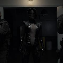 Ruby lidera su propio equipo de soldados robóticos.