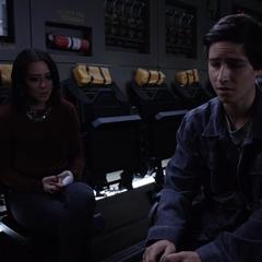 Johnson habla con Gabriel.