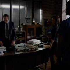 Skye y el equipo se reúnen con Coulson.