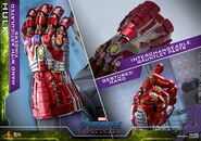 Hulk Nano Gauntlet Hot Toys 20