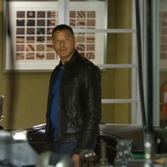 Rhodes llega a la mansión de Stark.