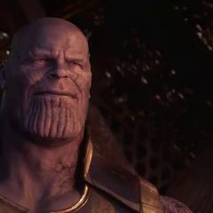 Thanos sonríe por su éxito en la Guerra del Infinito.