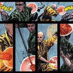 Mordo y Ancestral pelean contra los bandidos.