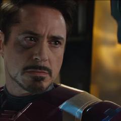 Stark descubre que Barnes fue quien asesinó a sus padres.
