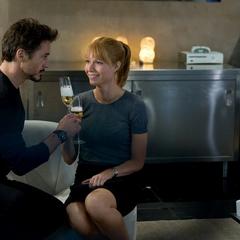 Stark promueve a Potts como Directora General de Industrias Stark.