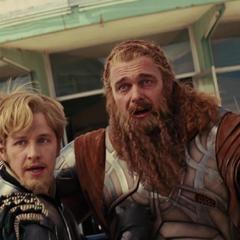 Los Tres Guerreros ven a Thor recuperar la vida y sus poderes.