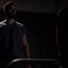 Skye escucha a Ward hablarle de su padre.
