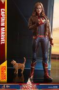 Captain Marvel Hot Toys 5