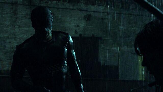 File:Daredevil-after-fight-rain-S1E1.jpg