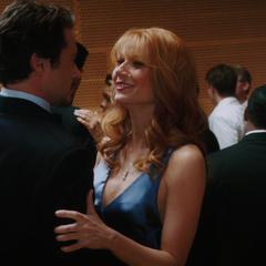 Potts y Stark bailan coqueteando.