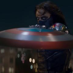 Barnes sujeta el escudo de Vibranio.