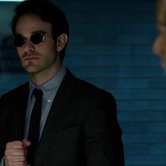 Murdock enterándose que Elena Cardenas falleció.