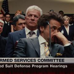 Stark escucha las declaraciones del Senador Stern.