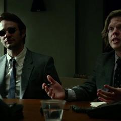 Murdock y Nelson hablan con James Wesley.
